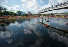 gondoler tranporterar besökare på Disney World i Orlando