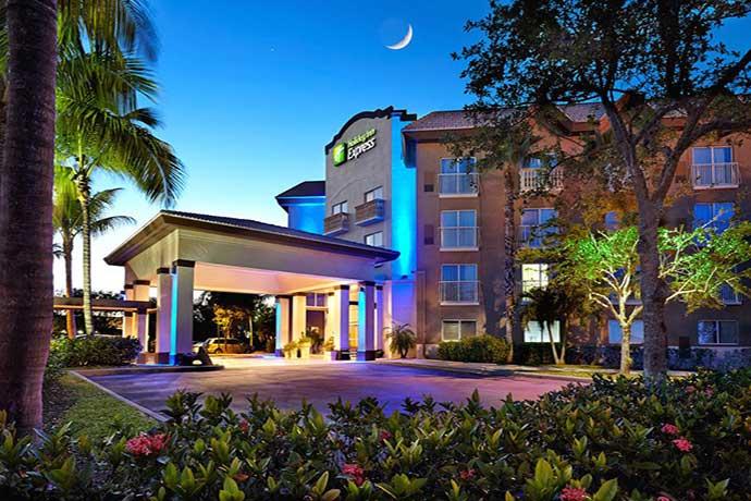 Boka hotell i Naples