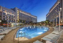 dubbelhotellet, universals hotell